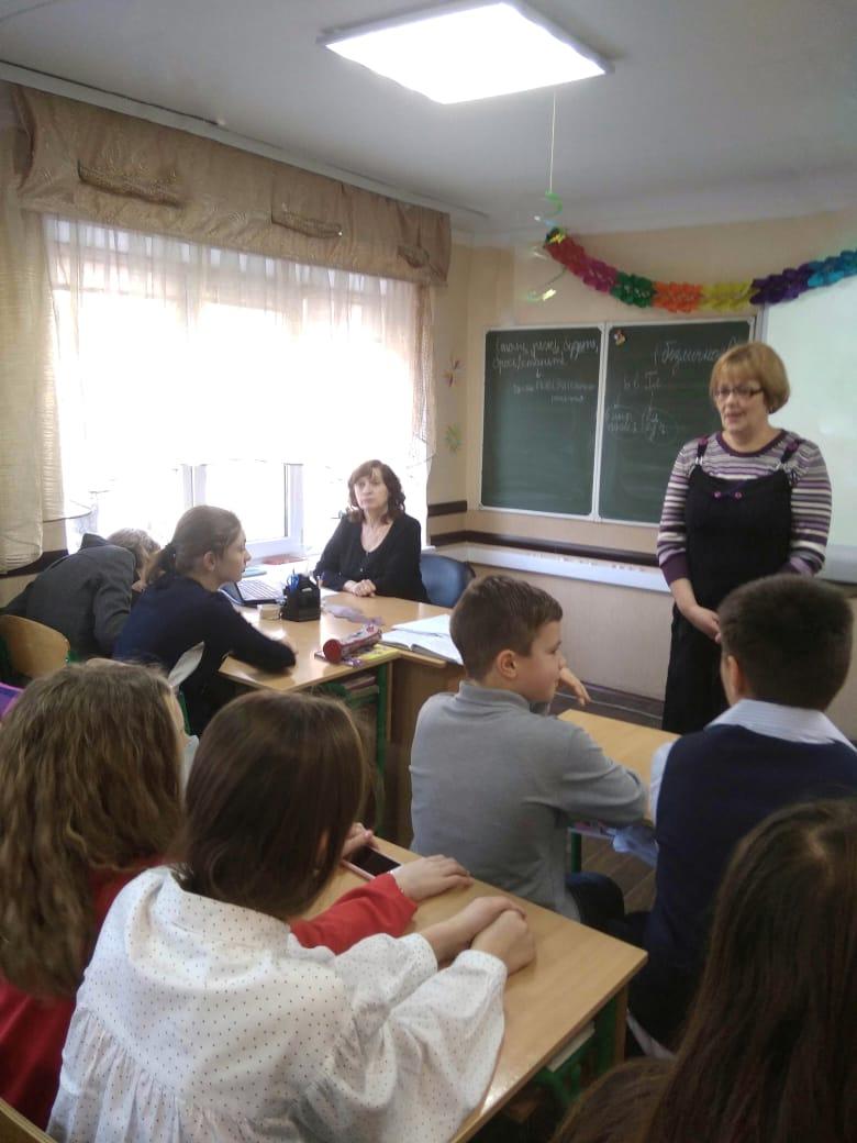 8 марта, день весны, донецкая республиканская библиотека для детей, отдел обслуживания учащихся 5-9 классов, любовь к матери, писатели о женщинах
