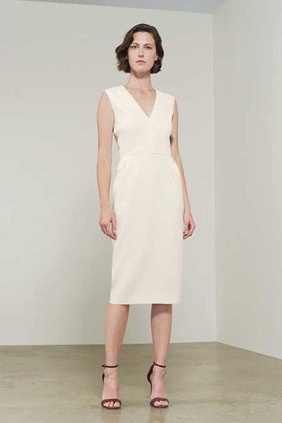 Виктория Бекхэм выпустила линию свадебной одежды, и это совсем не то, что вы ожидаете Платья и костюмы для модных невест.Обычно Виктория Бекхэм не шьет свадебные платья. Исключение она делает