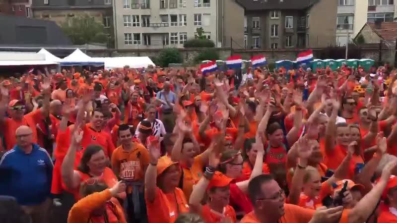 Victoire des pays bas face au japon 2-1, une ambiance de ouf en France, dans la Oranje Fan Zone de Valenciennes