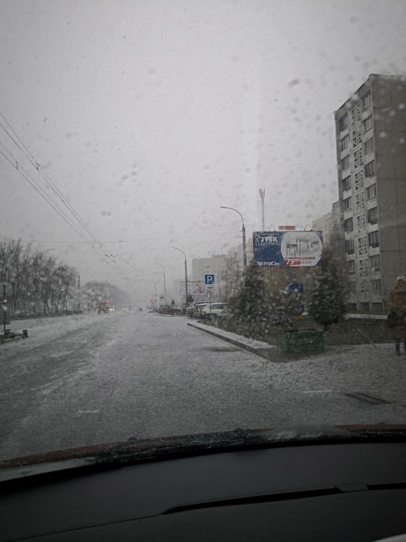 В Бресте первый снег. Проявляйте повышенное внимание на дороге!