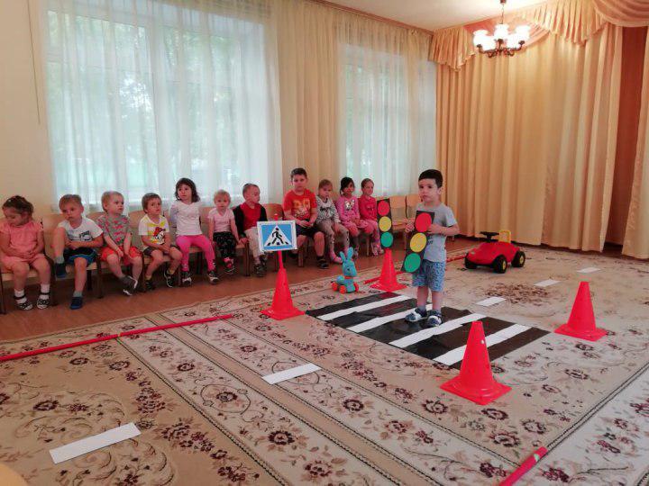 Дошкольникам из ГБОУ «Школа № 825» рассказали о правилах дорожного движения