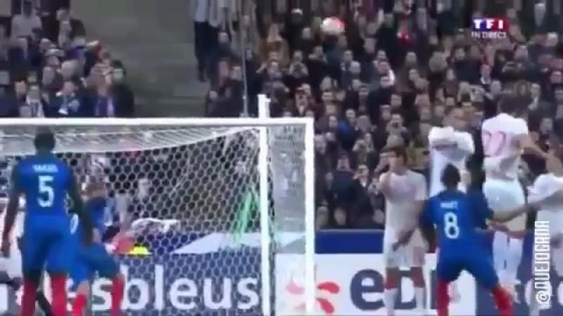 Пайе забивает красивый гол в ворота Сборной России