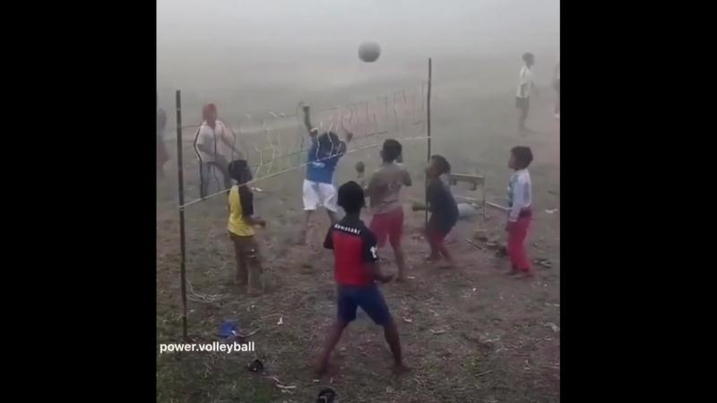 Волейбол в азиатской деревне