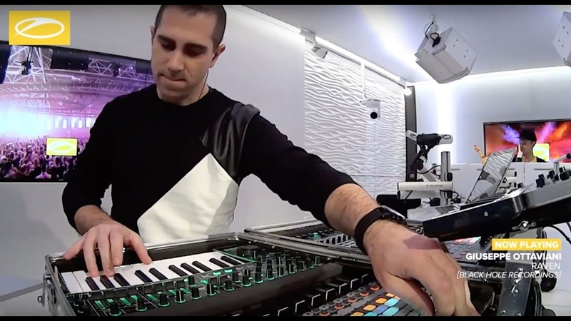 Giuseppe Ottaviani premiering 'EVOLVER' at ASOT900 (Part 3) XXL