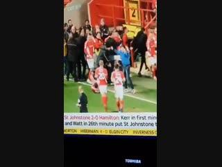 Фанат зарядил футболисту между ног