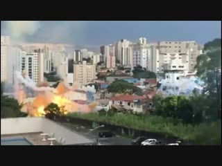 В бразильском Сан-Паулу знатно коротнуло - несколько районов города почти сутки сидели без электричества
