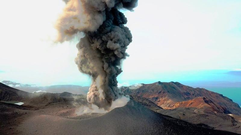 Извержение вулкана Эбеко на Курилах 2018. Остров Парамушир. Съёмка с коптера. Курильские острова.