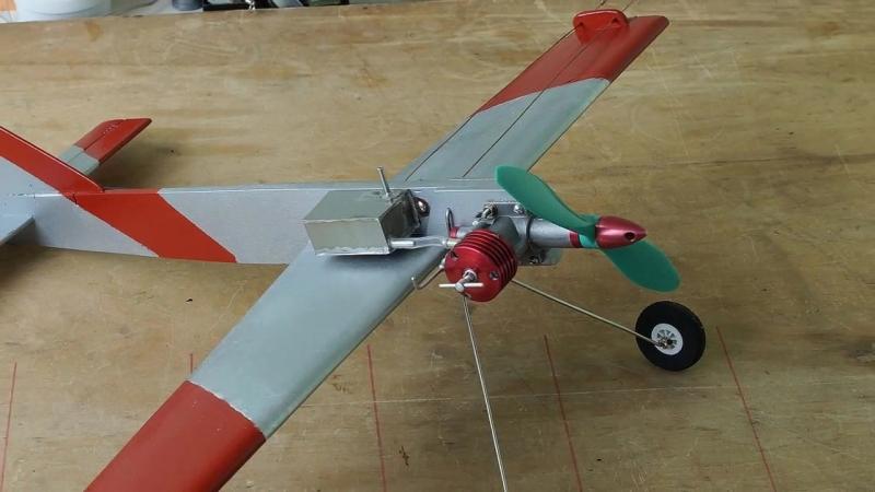 Кордовая учебная модель самолета. Первые полеты