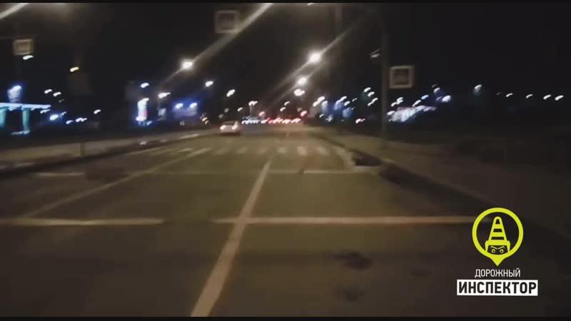 Водитель сбил двух пешеходов на Просвещения и скрылся с места ДТП