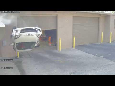 Зажал педаль газа и тормоза