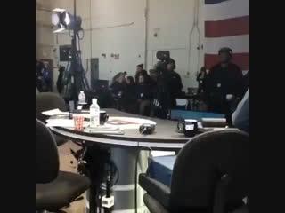 Телеведущий Stephen A. Smith перед эфиром танцует под песню SICKO MODE