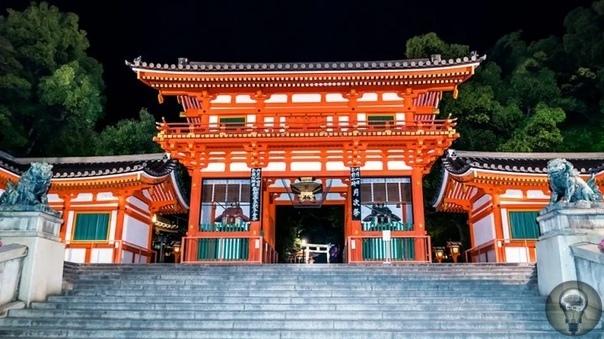 Храм Хаконэ и озеро Аси-ноко - место силы в Японии Этот японский храм является одним из священных мест в регионе Канто и местом силы в Хаконэ. Считается, что именно здесь сосредоточены