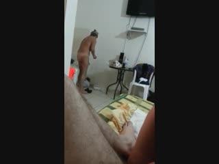 Бегом сюда сосать,сука,2 мамочки наперегонки сосут член и вылизывают жопу (русское порно минет milf )