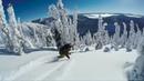 Серфинг на сноуборде в лесу