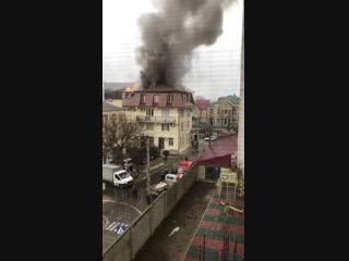 В Махачкале горит дом