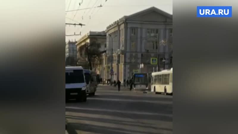В Ростове-на-Дону водитель руками тормозил автобус