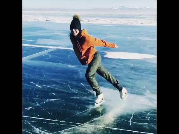 Аделина Сотникова показала мастер-класс на льду Байкала