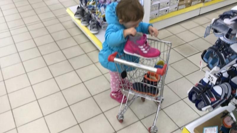 Кира пришла за покупками