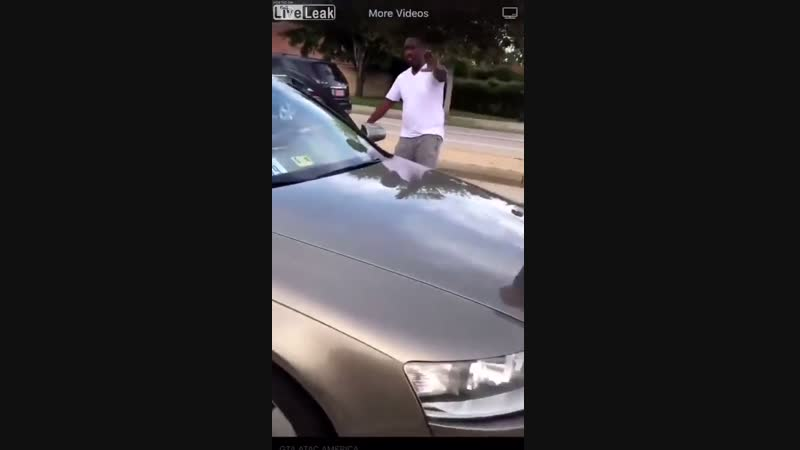 Агрессивная девушка водитель