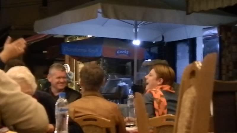 Народные македонские песни в старом городе Скопье