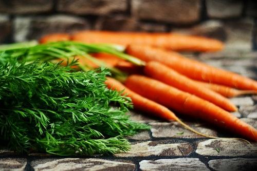 Какая польза от моркови для организма женщины Где применяется данный корнеплод Задумывались ли вы когда-нибудь, сидя за тарелкой супа, какую роль играют его составляющие для вашего организма