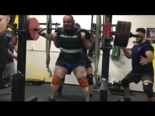 Петр Петраш присед 425  в бинтах. Подготовка к Биг Догс 2018