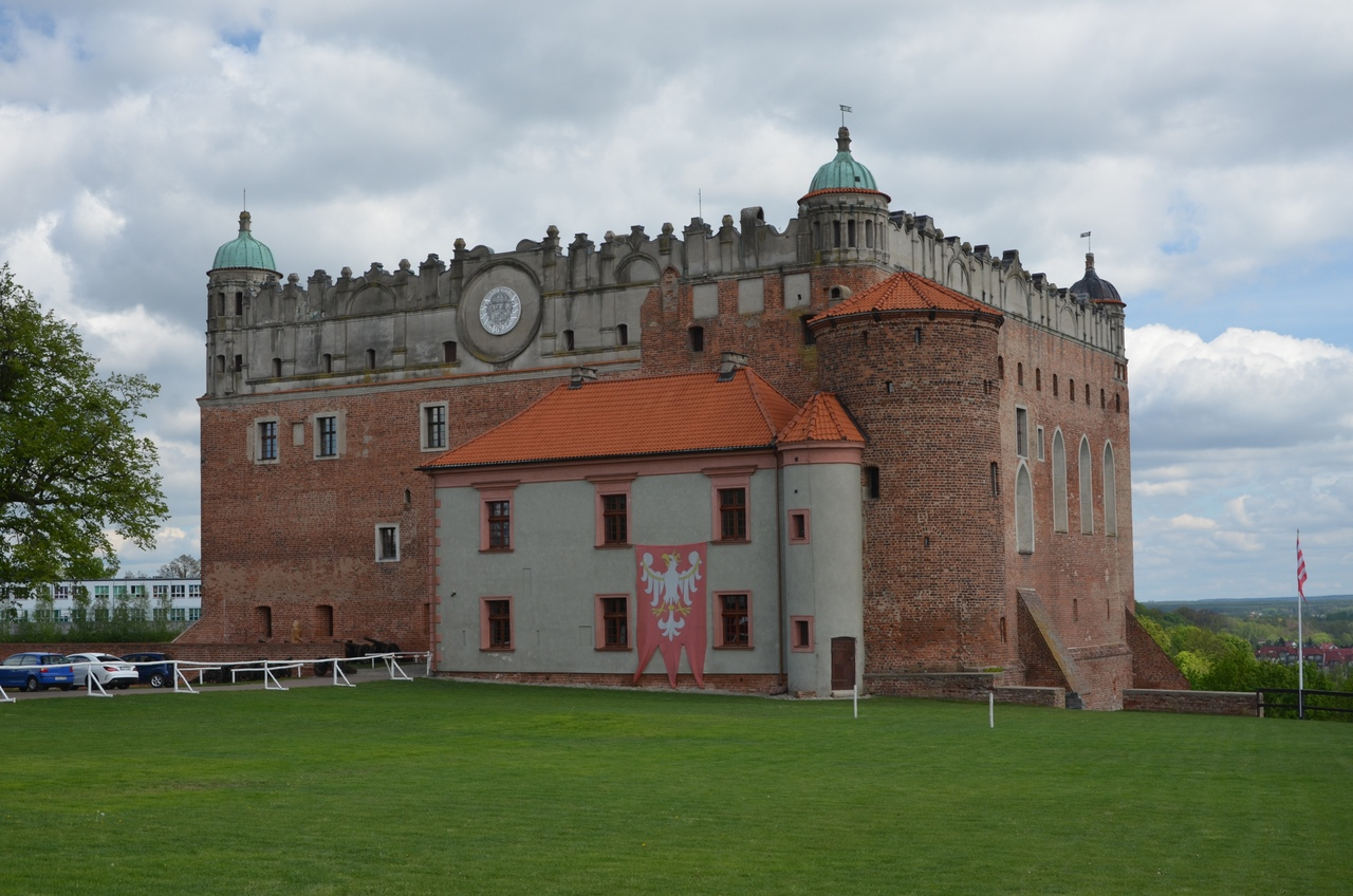 p6DsqYUHjtU Голюбский замок в Польше.