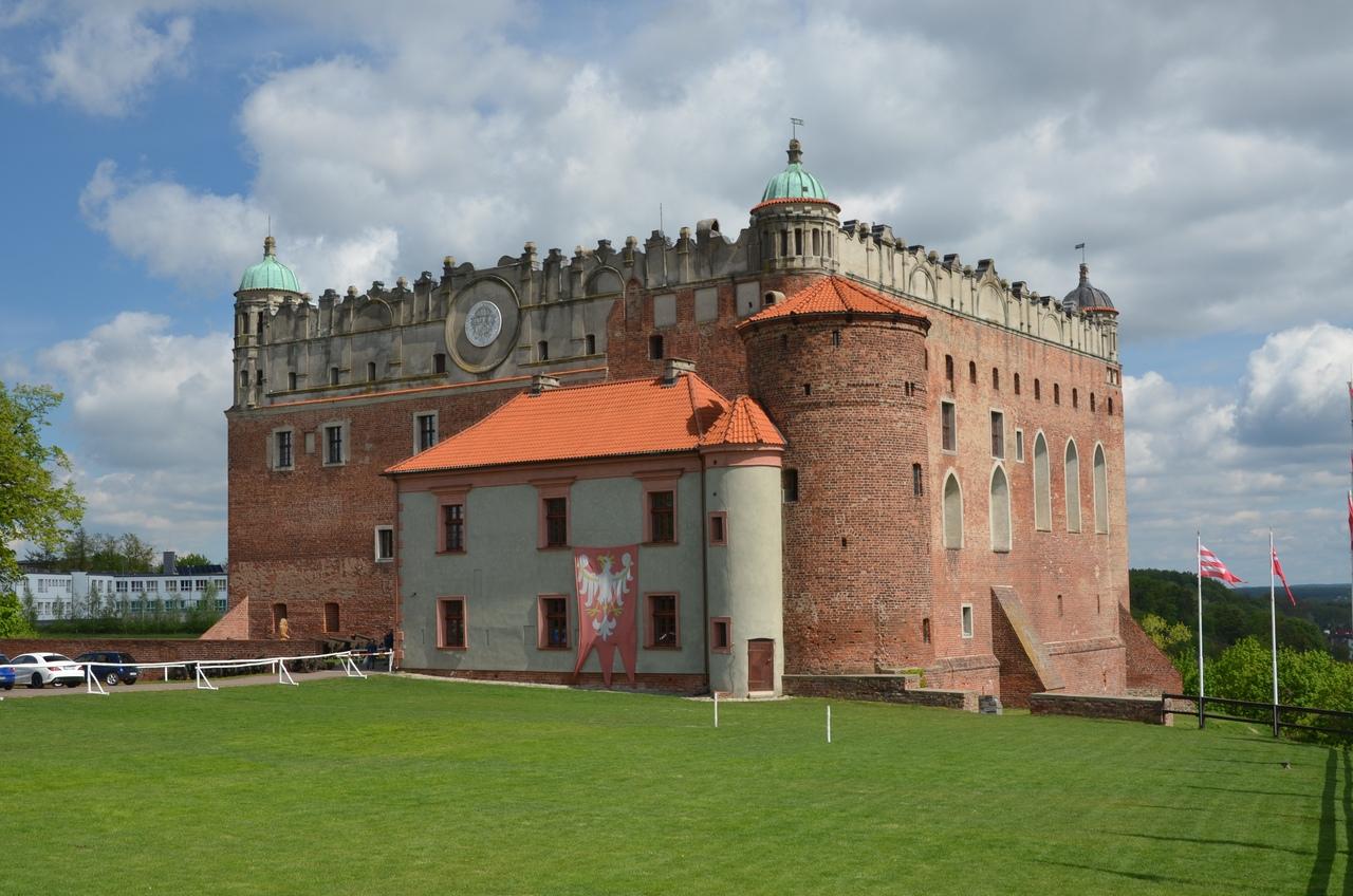 qgYFSbz_YLw Голюбский замок в Польше.