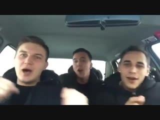[v-s.mobi]Красиво поют на татарском трое парней в машине