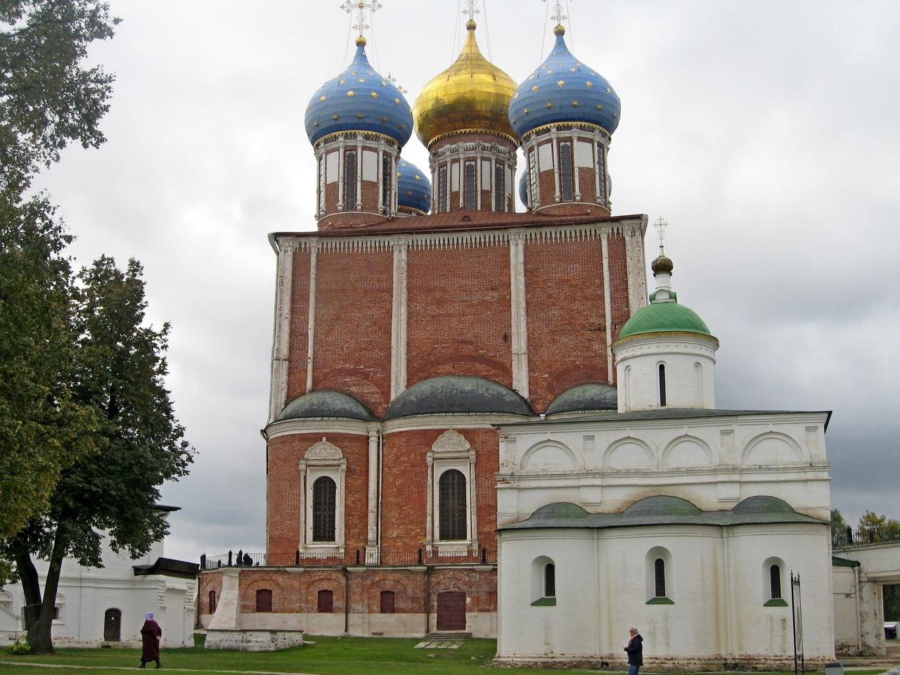 Рязанский Кремль - одно из самых красивых мест в России