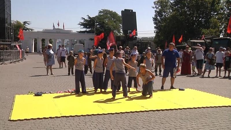 В Севастополе прошла военно-патриотическая акция «Служу Отечеству»