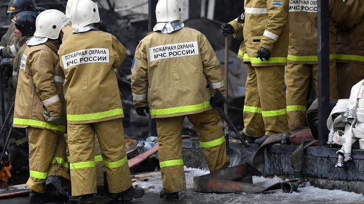 Пожарные потушили пылающий дом в Усть-Джегуте