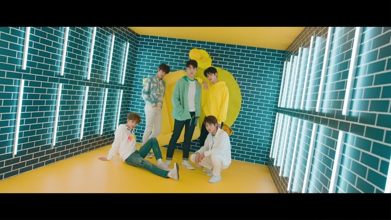 TXT (투모로우바이투게더) '어느날 머리에서 뿔이 자랐다 (CROWN)' Official MV