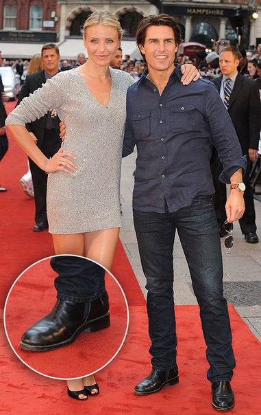 8 секретов с красных дорожек: скотч для груди, утягивающие панталоны и мужские каблуки Как звездам на красных дорожках удается так хорошо выглядеть Как женщины передвигаются в супероткровенных