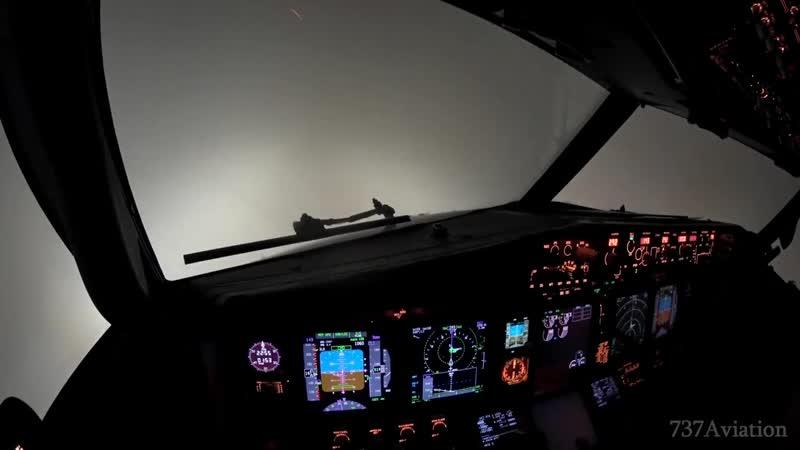 4K ILS Cat II - Boeing 737 night landing in dense fog