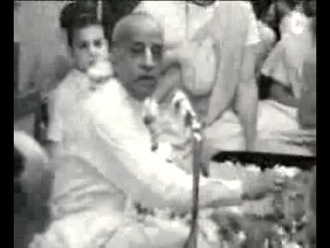 А.Ч. Свами Прабхупада — как не надо делать ачаман.
