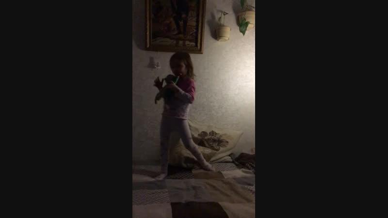 Внучка выступает
