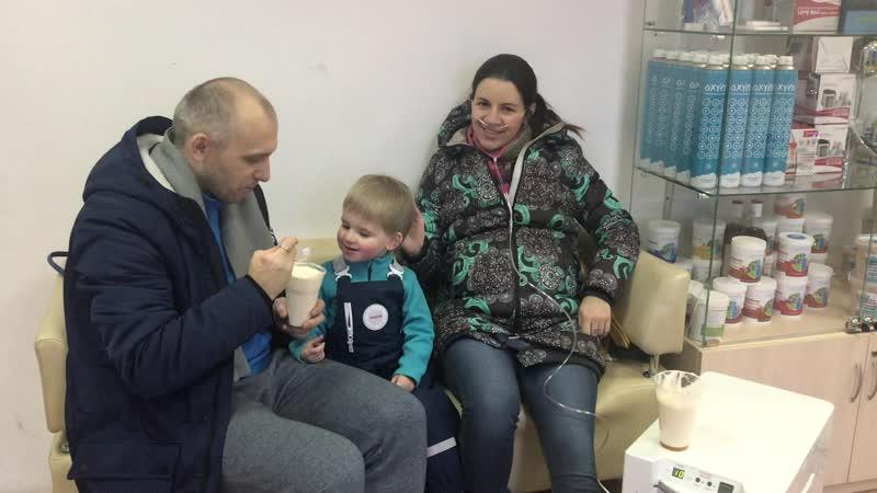 Это Ксения с супругом и сыном Степаном.
