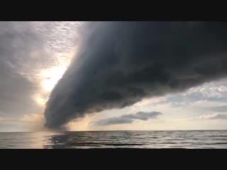 Облако-рулон (Roll cloud) на юге штата Флорида, США, 20 Ноября 2018.