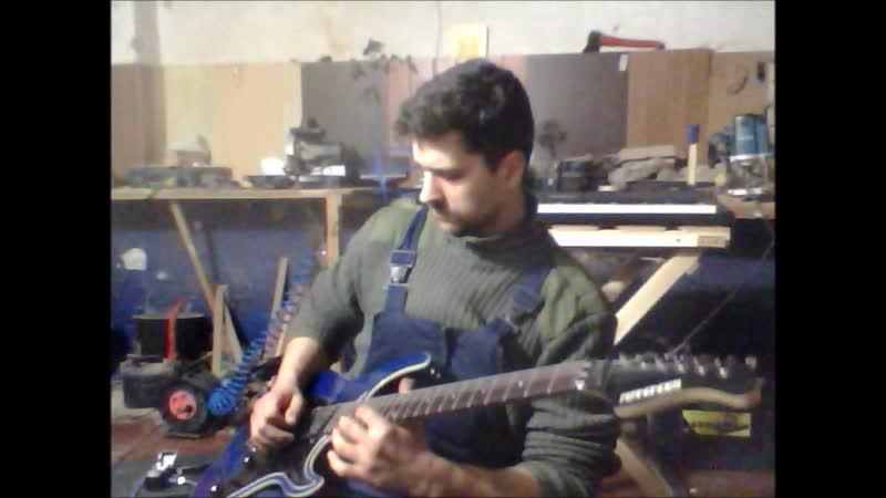 У меня годовщина, прошел год как я начал учиться играть соло на гитаре...