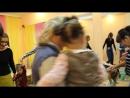 Танцуем и приветствуем друг друга Мама малыш
