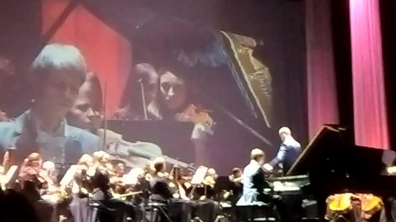 Сергей Рахманинов. Концерт №2 для фортепиано с оркестром. За роялем - Дмитрий Каукин.