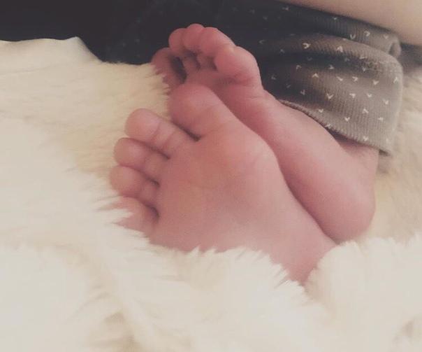 Кейт Мара впервые стала мамой 35-летняя Кейт Мара и 32-летний Джейми Белл стали родителями.Кейт разместила фото с подписью:  У нас появился ребенок пару недель назад....Это ее ножкиАктеры
