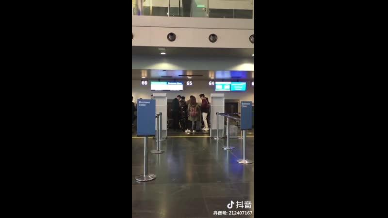 Видео от фанатов: Чжу Илун в аэропорту Базель, Швейцария @ 22.03.19