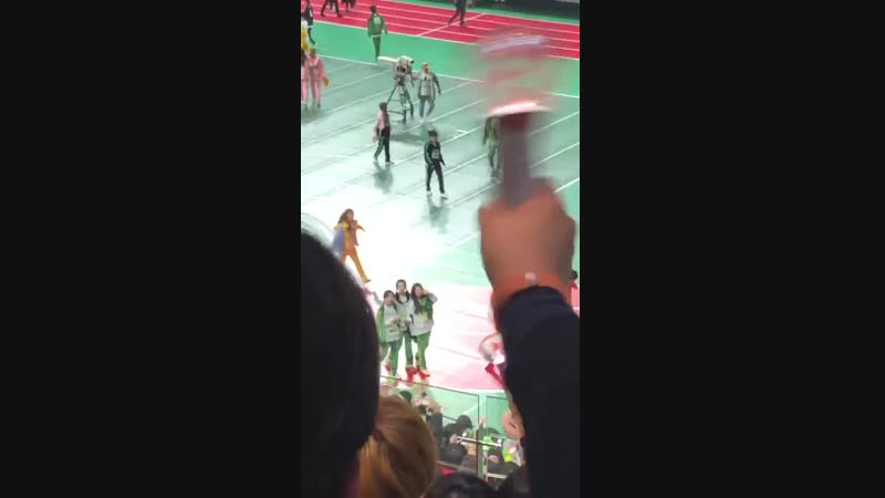 FANCAM 190107 2019 MBC Idol Star Athletics Championships - Pre-recording RedVelvet 레드벨벳 - deber_wendylove -