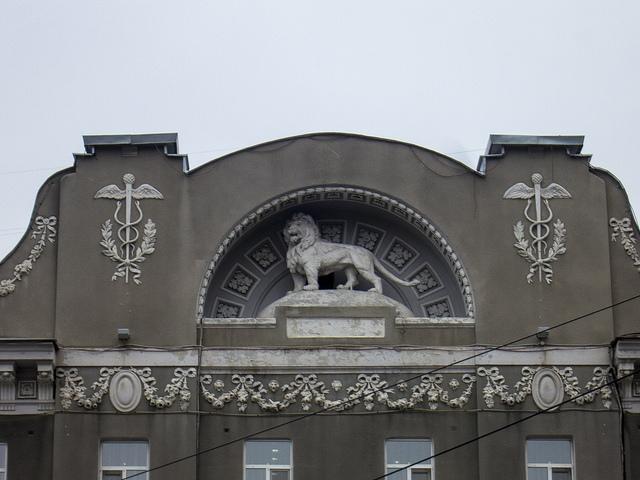 Лепная скульптура льва