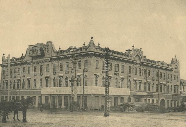 Ранее скульпторами считали Николая Петровича Волконского и Павла Федоровича Дундука
