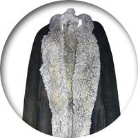 ГАРДЕРОБ ЛЬВА ТОЛСТОГО Блузы-«толстовки», шапочки, халат на гагачьем пуху, кавказские ичиги, медвежья шуба и французское пальто! Одежда в гардеробе великого русского писателя уникальна, а многие