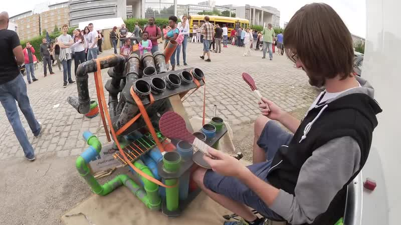 Awesome Pipe-Drummer ...o