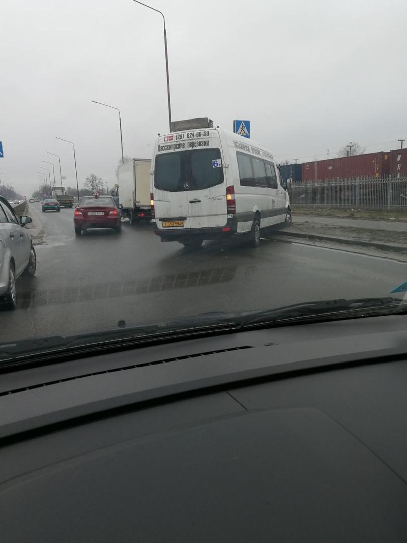 В Бресте одна маршрутка попала в ДТП, а у второй оборвался трос при буксировке